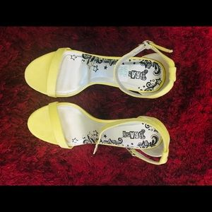 Brash Kailey Amarillo Slipper Heels (Size 7W)
